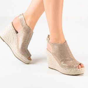 Kenneth Cole Olivia beige espadrille wedge 10